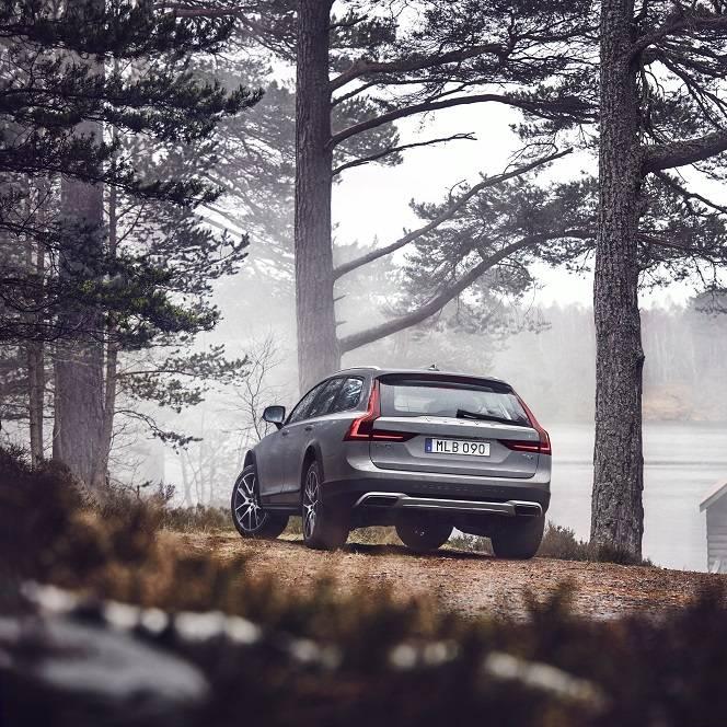 Volvo V90 Cross Country feiert in Zürich Weltpremiere
