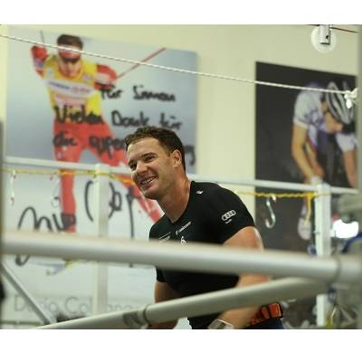 Dario Cologna auf dem Motorenprüfstand