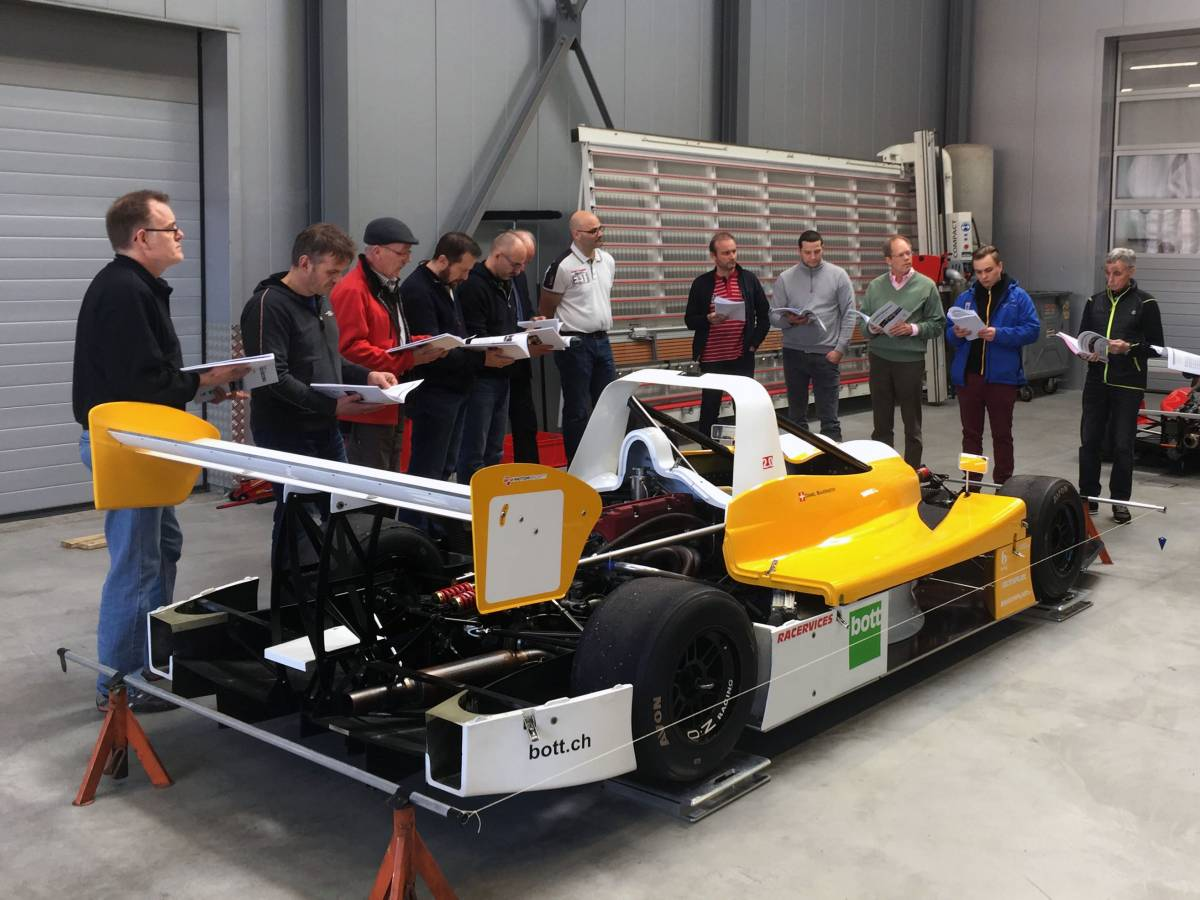 Thema Rennsport beim Fahrwerkskurs in der Bott Akademie