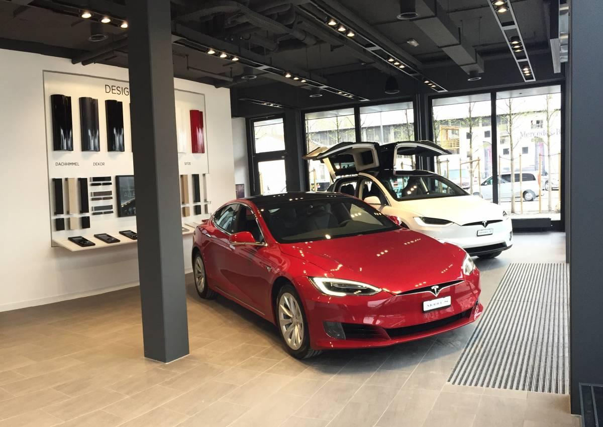Tesla eröffnet Service-Center in Schlieren