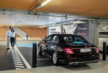 Bosch und Daimler zeigen fahrerloses Parkieren im realen Verkehr