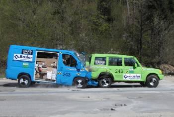 Bott beweist: Professionelle Fahrzeugeinrichtungen sind crashsicher (Teil 1)