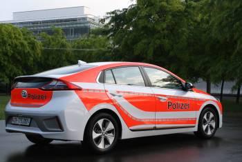 Hyundai mit IONIQ Electric Polizeifahrzeug und H350 an der Suisse Public 2017