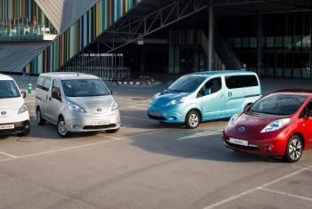 Nissan-Elektroautos bei der WAVE Trophy in der Schweiz auf Tour